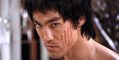 100 badass du cinéma, épisode 17 : Dennis Quaid, Kirk Douglas, Bruce Lee, Russel Crowe, William Devane