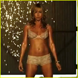 We're the Millers: Le strip-tease de Jennifer Aniston (Red Band Trailer)