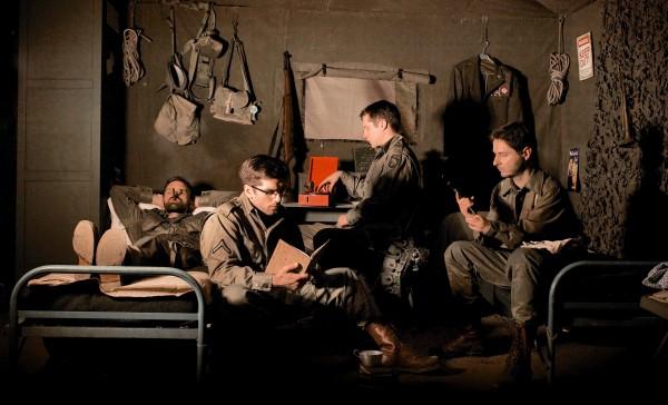 Un quatuor de bras cassés confrontés à des événements difficiles.