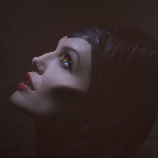 La sorcière de Maléfique montre les crocs dans un nouveau trailer