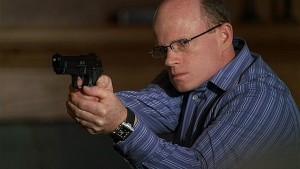 Dans une série qui a déjà coupé le bras d'un de ses personnages, Paul McCrane ne devrait pas faire le malin