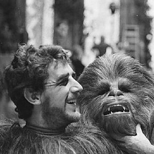 Peter Mayhew, l'homme derrière les poils de Chewbacca est de retour pour l'épisode VII