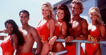 «Alerte à Malibu» rencontre «Austin Powers»… et John Cleese