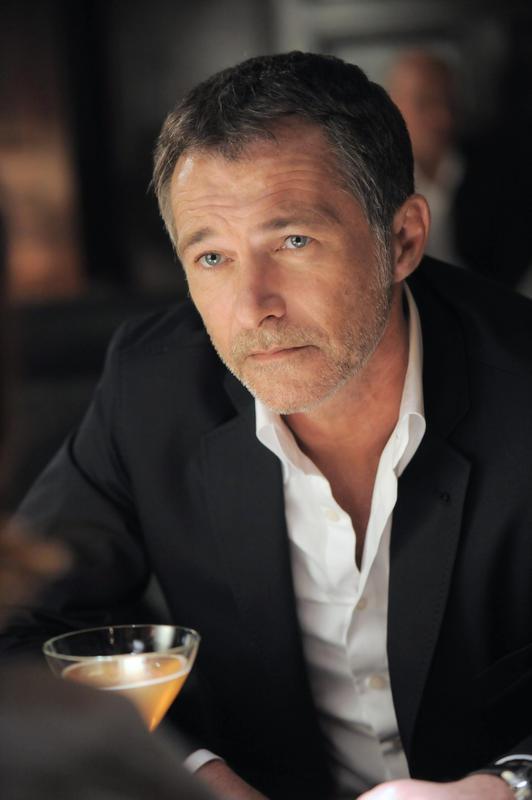 Bruno Wolkowitch a, lui, repris son rôle de Simon Kapita.