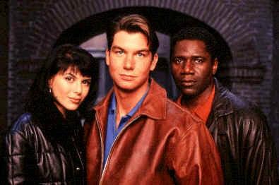 Le casting de Sliders saison 4, une des premières séries reprises par la chaîne pour diffuser des épisodes inédits.