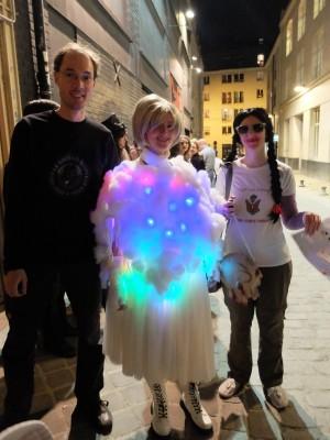 Le rescapé russe, le glow cloud et Tamika Flynn.