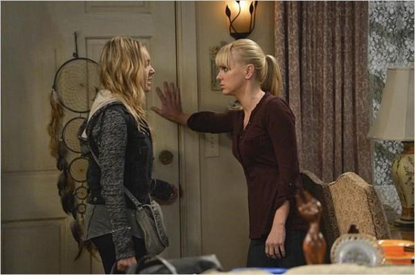 Violet (Sadie Calvano) pendant une nouvelle dispute avec sa mère. Photo CBS