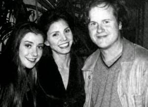 Alysson Hannigan, Charisma Carpenter et Joss Whedon sur le plateau de la saison 1 de Buffy
