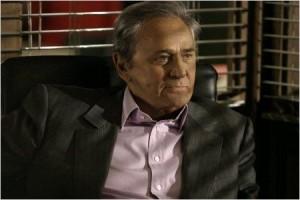 Navarro (Roger Hanin)