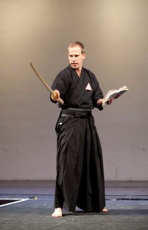 Chris Bradford, en promotion pour Young Samurai : le livre et l'épée.