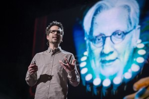 Martin Villeneuve sur la scène de TED – Photo : James Duncan Davidson, TED © 2013