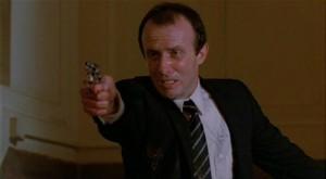 Algren (Jonathan Banks), collègue de Jack Cates pas très en forme après un échange de balles avec Albert Ganz (James Remar).