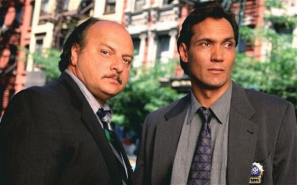 Sipowicz et Bobby Simone (Jimmy Smits), duo phare des saisons 2 à 6.