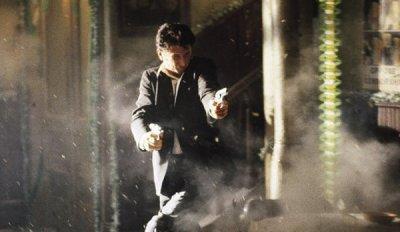 Terry Noonan (Sean Penn) sous une pluie de balles, face aux siens...