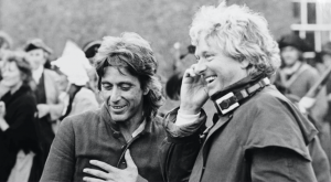 Hugh Hudson avec Al Pacino sur le tournage de Révolution.