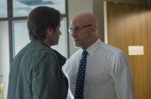 Mulder, de retour au FBI, face à son ancien patron: Skinner