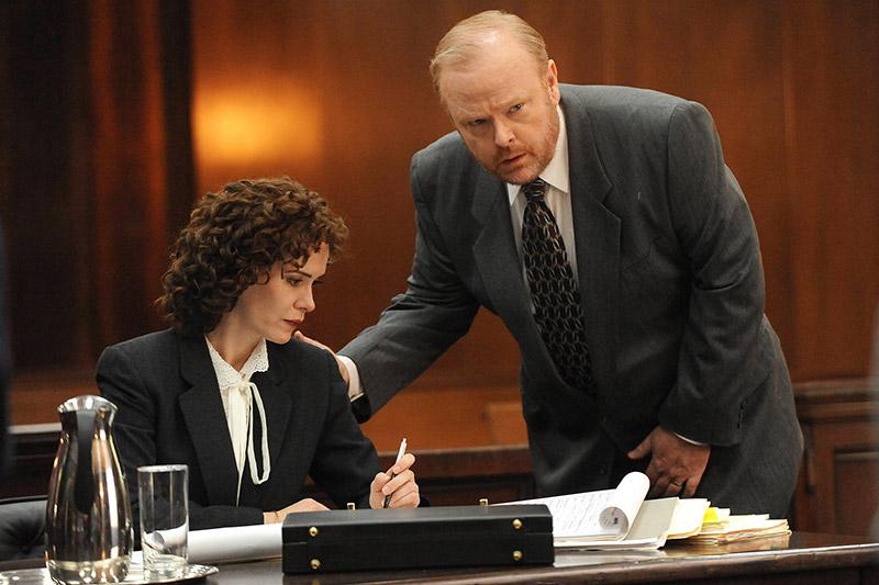 Sarah Paulson (Marcia Clark) & Christian Clemenson (Bill Hodgman)