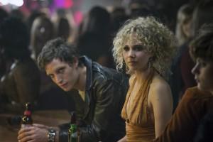 Jamie Vine et le frontman des Nasty Bits, Kip Stevens (James Jagger). (credit : HBO).
