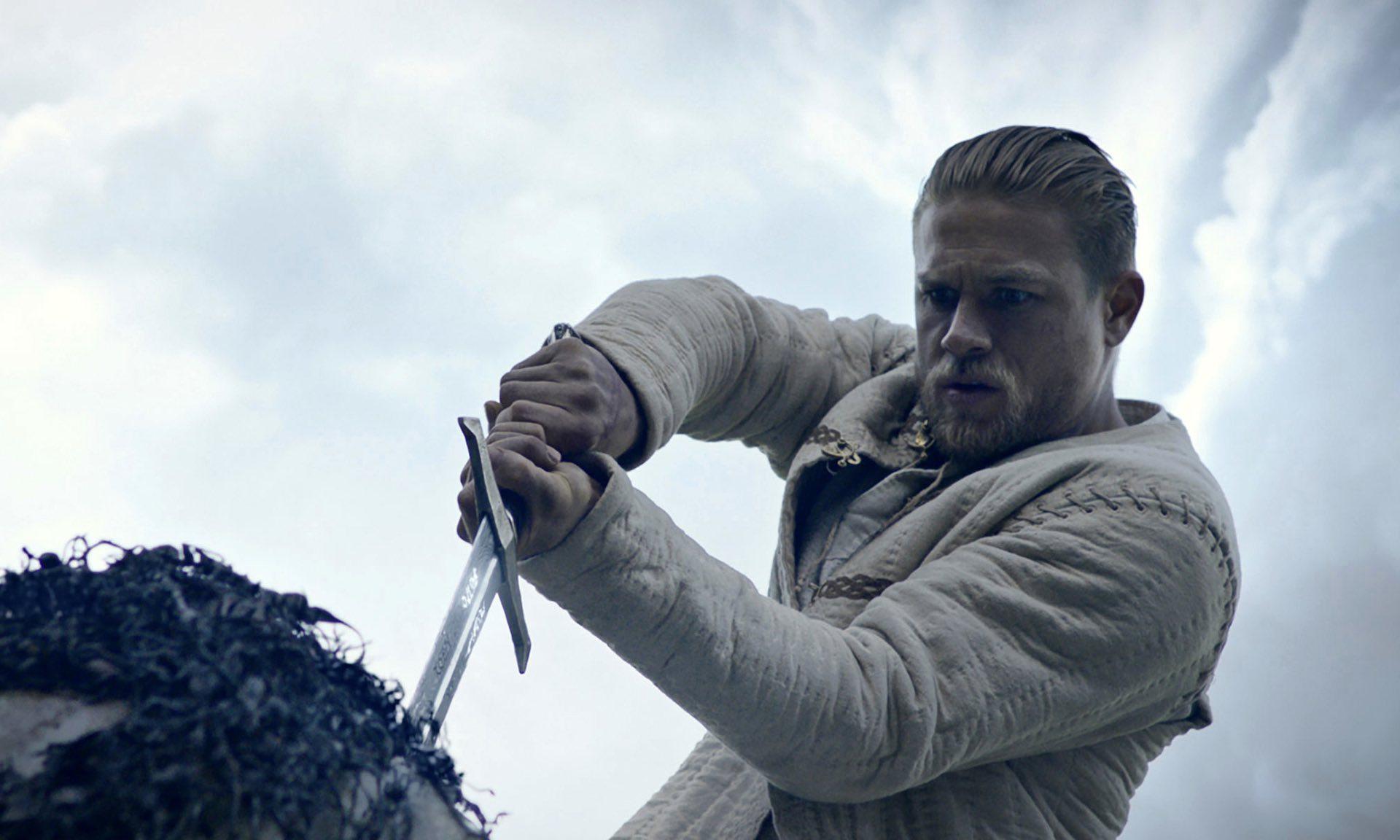 #Critique : Le Roi Arthur : la légende d'Excalibur