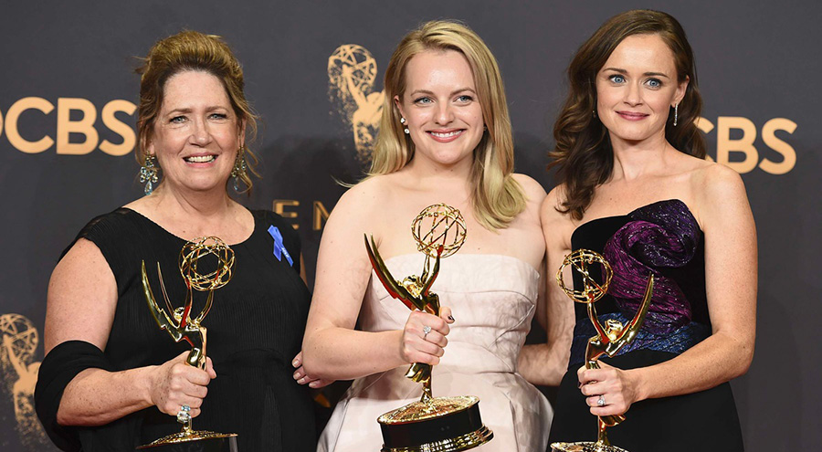 The Handmaid's Tale triomphe aux Emmys 2017